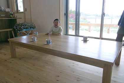 オニグルミの座卓