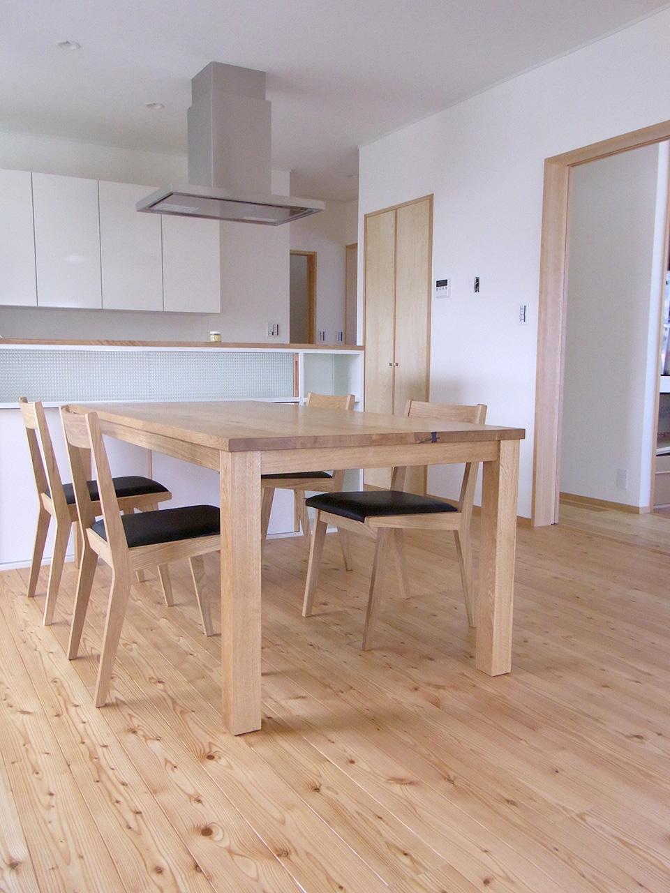 ナラの食卓テーブル