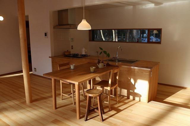 テーブルデザイン:池内建築図案室